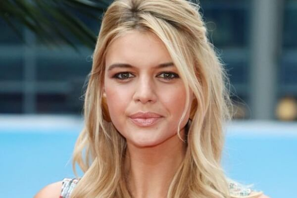 Kelly Rohrbach Phone Number, Fan Mail and More