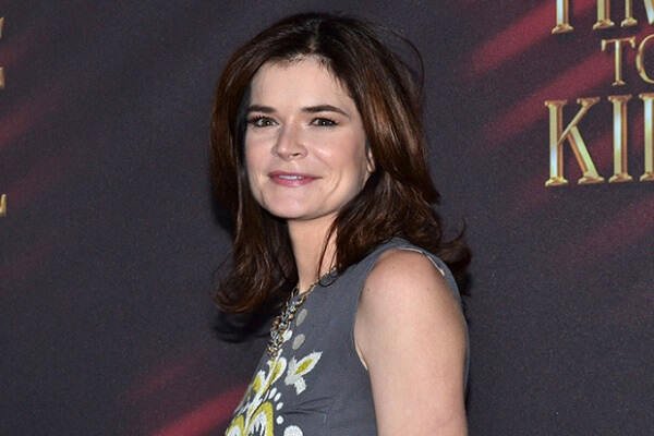 Betsy Brandt Fan Mail Address, Phone Number and More